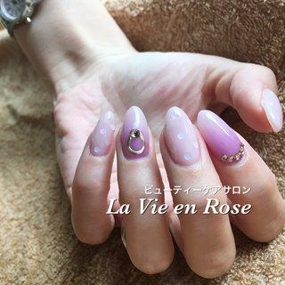 新色を使ってとろけるアジサイカラーのネイルです #夏 #オフィス #デート #ハンド #グラデーション #ドット #ミディアム #パープル #ジェル #セルフネイル #La Vie en Rose #ネイルブック