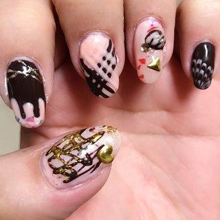 バレンタインネイル!薬指には3Dジェルでぷっくりチョコトリュフ。 #冬 #バレンタイン #デート #女子会 #ハンド #ピーコック #3D #デコ #スイーツ #ホイル #ロング #ピンク #ブラウン #ゴールド #ジェル #セルフネイル #コトウユウキ #ネイルブック