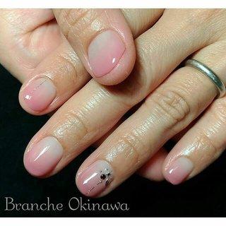 ♦︎大人の女性のネイルサロン♦︎ 今日はバレンタインデーですね☆ ピンクが人気です♪ グラデーションで抜け感を♪クールなアートで大人ネイルに仕上がりました♪ ●爪を削らないパラジェル取り扱い店 ●甘皮のお手入れを丁寧に  ブランシェ沖縄 ご予約・お問い合わせは 098-860-5789 #大人ネイル#大人上品ネイル #上品ネイル#大人の女性の #ピンクネイル#完全個室サロン #沖縄ネイルサロン #那覇市ネイル #冬ネイル #那覇ネイル #那覇ネイルサロン#那覇市銘苅#vetro#tati筆 #沖縄#沖縄ネイル#brancheokinawa #オフィスネイル #オールシーズン #オフィス #デート #女子会 #ハンド #シンプル #ワンカラー #国旗 #ショート #ピンク #ジェル #お客様 #asanailroom #ネイルブック