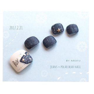 デニム×シロクマネイル キャンドゥネイルシールを使って。 #冬 #フット #アニマル柄 #星 #デニム #ミディアム #ホワイト #ブルー #マニキュア #ネイルチップ #もふ(mofu) #ネイルブック