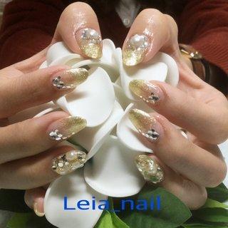 ブライダルネイル✨ 親指には大きなパールをスワロフスキーで✨ #ブライダル #ハンド #グラデーション #ロング #ゴールド #ジェル #お客様 #Leianail♪ #ネイルブック