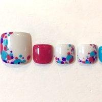 カラフルドットは色の組み合わせで雰囲気が変わる! #夏 #秋 #リゾート #フット #ワンカラー #ドット #ピンク #ブルー #カラフル #Terry's #ネイルブック