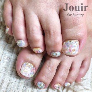 シェルとユニコーンがキラキラのフットネイル🦄 #春 #夏 #海 #リゾート #フット #ホログラム #ラメ #シェル #ユニコーン #ショート #ホワイト #クリア #メタリック #ペディキュア #お客様 #Jouir for beauty - hair nail eyelash- #ネイルブック