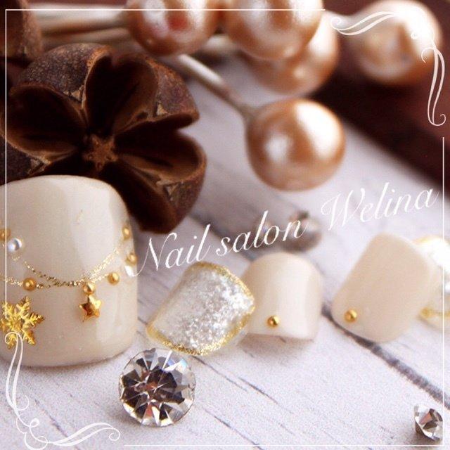 フットジェル定額コース冬デザイン♡ #冬 #パーティー #デート #クリスマス #フット #シンプル #ワンカラー #チェーン #ノルディック #雪の結晶 #ミディアム #ホワイト #シルバー #グレージュ #ジェルネイル #ネイルチップ #welina_funabasi #ネイルブック