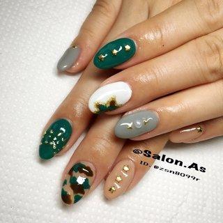 秋仕様に迷彩柄にしてみました #秋 #冬 #ハンド #アンティーク #くりぬき #星 #たらしこみ #カモフラージュ #ミディアム #ホワイト #ブラウン #スモーキー #Nail Salon.MARIA #ネイルブック