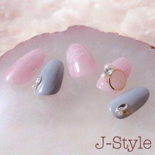 水彩フラワーとレースブローチで、大人かわいい指先に♡ スモーキーカラーは、当店の人気色でもあり私の好きな色でもあります(❁´◡`❁) 大人女子な派手になりすぎないデザイン、ぜひお楽しみください♡ ・ #nail #nails #nailstagram #nailbook #ネイル #ジェルネイル #フラワー #大人かわいい #パール #レース #水彩 #女子力 #女子力アップ #大人女子  #ella #ellabyshinygel #shinygel  #ネイルサロン #自宅ネイルサロン#jstyle #市川 #松戸 #矢切 #北国分  #cancam #キャンキャン 掲載店♥️ #nailmax #ネイルマックス 掲載店♥️ #jewnelist #ジュネル 取扱店💎 #オールシーズン #ブライダル #デート #女子会 #ハンド #ワンカラー #ビジュー #フラワー #たらしこみ #ミディアム #ホワイト #ピンク #グレー #ジェル #ネイルチップ #♡J-Style♡byJUNKO #ネイルブック