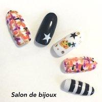 ハロウィンパーティーにいかがですか?(^O^)/ #ハロウィン #パーティー #デート #キャラクター #ホワイト #ブラック #カラフル #ジェル #ネイルチップ #salon_de_bijoux #ネイルブック