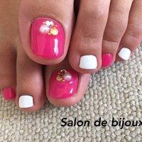ピンク大人気♪ #夏 #リゾート #パーティー #デート #フット #マリン #ショート #ホワイト #ピンク #ジェル #お客様 #salon_de_bijoux #ネイルブック