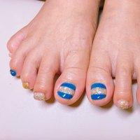 #夏フットネイル#ジェルネイル #青とシェルの組み合わせ シェルを使ったデザインが増える季節ですね〜^ ^ #夏 #海 #フット #シェル #ブルー #ジェル #お客様 #featherlife #ネイルブック