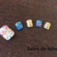 お花柄×デニムは大人気です(^O^)/ #春 #夏 #リゾート #デート #フット #ラメ #フラワー #ショート #ジェル #ネイルチップ #salon_de_bijoux #ネイルブック