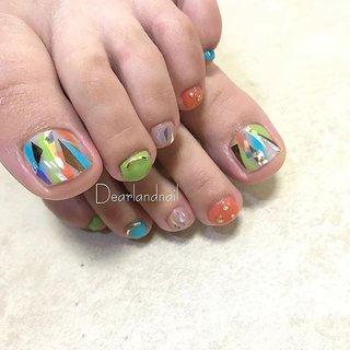 colorful foot nail🐾 . 普段お仕事の関係でハンドネイルは派手にできないお客様🙈 フットは思いっきりカラフルにキラキラまで混ぜ込んで、やりたいこと詰め込みフットネイルの完成ー👐 . フットネイルもお爪周りのケアしっかりさせて頂いてます✨ お爪周りがガサガサだと可愛いネイルが台無しです🙈 フットネイル、テンションものっすごい上がりますよー🕺🕺🕺 【今週のご予約空き状況】 6/28(木)10:00〜 15:30〜 6/29(金)13:00〜 6/30(土)09:00〜11:00 7/1 (日)09:00〜 . 夏本番に向けて、夏ネイル急ぎましょー💨 ご予約は... プロフィールのURL 「NAIL BOOKネイルブック」から簡単ネット予約できます🌿 #dearlandnail #dearland #ohalnail #l4l #鈴鹿市ネイルサロン #鈴鹿ネイル #鈴鹿市ネイル #津ネイル #四日市ネイル #三重ネイル #三重ネイルサロン #鈴鹿美容室 #鈴鹿美容院 #nail #nails #nailart #nailstagram #instanails #footnail #フットネイル #カラフルネイル #キラキラネイル #夏ネイル #おしゃれさんネイル #夏 #海 #浴衣 #スポーツ #フット #ワンカラー #ジオメトリック #ホイル #オーロラ #メタリック #カラフル #ビビッド #ジェル #お客様 #ideal_OHAL #ネイルブック