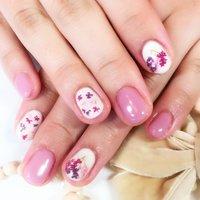 ピンクの押し花ネイル #春 #夏 #パーティー #デート #ハンド #押し花 #ショート #ホワイト #ピンク #パープル #ジェル #お客様 #nailchouchou #ネイルブック