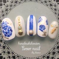 陶器のようなブルーでパイナップル♡ #夏 #海 #リゾート #女子会 #ハンド #ワンカラー #シェル #ストライプ #フルーツ #ミディアム #ホワイト #ブルー #ジェル #ネイルチップ #Lever nail ♡ #ネイルブック