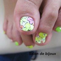 お花柄がとてもかわいかったです(^_^)  お気軽にお問い合わせくださぃ★  #オールシーズン #ハンド #ロック #ショート #グリーン #ジェル #お客様 #salon_de_bijoux #ネイルブック