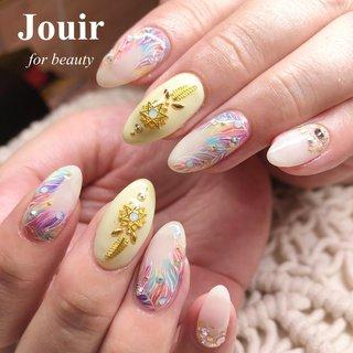 カラフルフェザーアート🕊💕 #夏 #海 #リゾート #浴衣 #ハンド #フェザー #エスニック #ホイル #木目調 #ショート #ホワイト #イエロー #カラフル #ジェル #お客様 #Jouir for beauty - hair nail eyelash- #ネイルブック