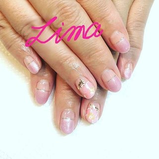 フラットフレンチにプルメリア柄☀  夏かわいいネイルが人気です!  サンディング不要ジェルオーピーアイなら、  夏休み、旅行などの短期間だけネイルしたいなぁ。  いつもより、休みだけ派手ネイルしたいなぁ。  そんなときにもピッタリな爪に優しいジェルですよ!  #フラットフレンチ #プルメリアネイル #サンディング不要ジェル #爪に優しい#バケーションネイル #オフィスネイル #ネイルケア#ジェルネイル #ネイルサロンlima #霧島市国分 #夏 #海 #リゾート #デート #ハンド #変形フレンチ #フラワー #トロピカル #ショート #ピンク #ジェル #お客様 #miho #ネイルブック