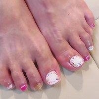 シェルで夏らしく。 #夏 #オールシーズン #フット #ワンカラー #ホワイト #ピンク #enchante_m #ネイルブック