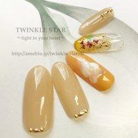 #春 #オフィス #デート #女子会 #ハンド #シンプル #ラメ #ビジュー #フラワー #ミディアム #オレンジ #ゴールド #ジェル #Twinkle Star Akiko #ネイルブック