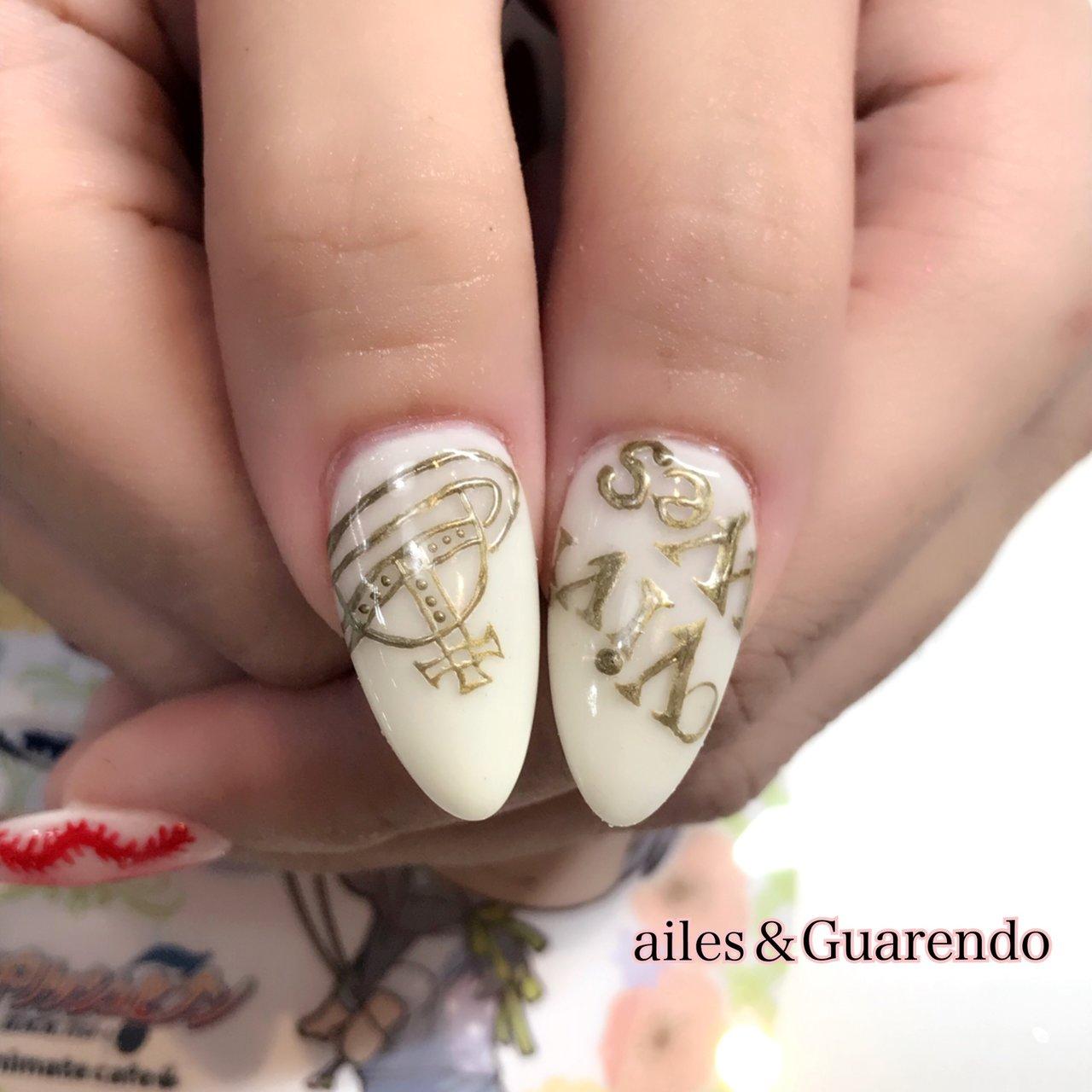 ヴィヴィアンネイルの親指載せ忘れてたので(笑)  ロゴといっしょに( ^ω^ ) #ホワイト #お客様 #ailes&Guarendo #ネイルブック