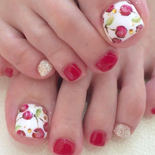 大人かわいいチェリーネイル   #夏 #オールシーズン #フット #ワンカラー #フルーツ #ミディアム #ホワイト #レッド #ジェル #お客様 #nail_deco_luxe #ネイルブック