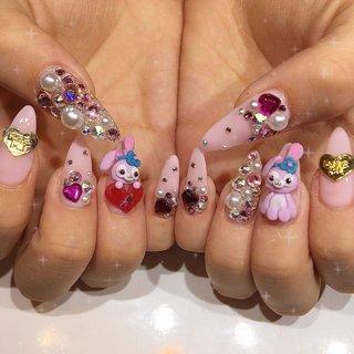 「ベルグローネイル」で検索 ♡1000種類以上のギャラリーUP中♡  ピンクベースのキャラクター3Dネイル。 ファンシーストーンやキラキラストーンでガーリーに。 目立つ事間違いなしの派手ネイル。  #シェリーメイ #キャラクター #3D #ピンク #ビジュー #イニシャル #ベルグローネイル  #オールシーズン #ハロウィン #パーティー #女子会 #ハンド #ビジュー #パール #痛ネイル #キャラクター #3D #ロング #ピンク #スカルプチュア #ネイルモデル #bg_nail #ネイルブック