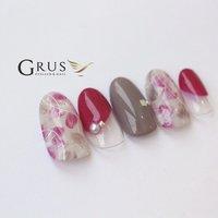 はっきりした色味だけど派手過ぎない、このピンクが可愛いんですー♡♡ 今とっても人気のデザインです♡ #秋色 #大人可愛い #秋 #ハンド #ニュアンス #ミディアム #ホワイト #ピンク #グレージュ #ジェル #ネイルチップ #GRUS(グルス) パラジェル認定サロン #ネイルブック