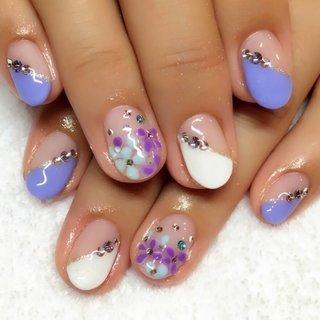 梅雨の紫陽花ネイル #春 #夏 #梅雨 #浴衣 #ハンド #変形フレンチ #フラワー #3D #ミディアム #ホワイト #ブルー #パープル #ジェル #loveyuu #ネイルブック