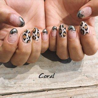 #mirrornails / #leopardnails instagram☞@mnkaori #秋 #冬 #卒業式 #七夕 #ハンド #変形フレンチ #アニマル柄 #マット #レオパード #ミディアム #ブラウン #シルバー #メタリック #ジェル #お客様 #CORAL #ネイルブック