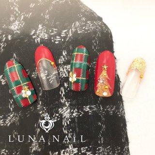 #クリスマスネイル#クリスマス#オフィスネイル#手書きネイル#キラキラネイル#派手ネイル#赤ネイル#チェックネイル#ツリーネイル #冬 #クリスマス #ハンド #チェック #ミディアム #レッド #グリーン #ジェル #ネイルチップ #luna_nail_133162 #ネイルブック