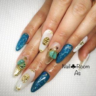 天然石がとてもかわいー #夏 #海 #リゾート #パーティー #ハンド #ビジュー #フェザー #エスニック #ホイル #キルティング #ロング #ホワイト #クリア #ブルー #Nail Salon.MARIA #ネイルブック