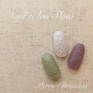 #レリーフネイル#クリスマス#クリスマスツリー#クリスマスリース#フェザー #冬 #クリスマス #パーティー #デート #フェザー #ノルディック #アイシング #ホワイト #グリーン #グレー #ジェル #ネイルチップ #Nail_salon_slow #ネイルブック