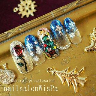 ステンドグラスツリー #冬 #オールシーズン #クリスマス #パーティー #ハンド #グラデーション #ラメ #ステンドグラス #雪の結晶 #ミディアム #ネイビー #カラフル #ジェル #ネイルチップ #wispa #ネイルブック