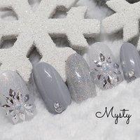 #冬 #クリスマス #パーティー #デート #ハンド #ホログラム #ラメ #ミディアム #ホワイト #グレー #カラフル #ジェル #ネイルチップ #♥︎Meg♥︎ #ネイルブック