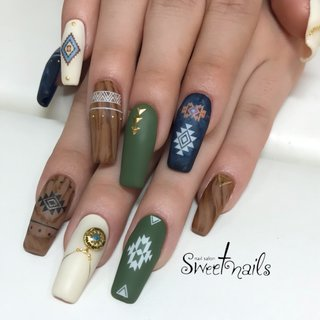 #秋 #冬 #ハンド #エスニック #ネイティブ #ジオメトリック #ノルディック #木目調 #ロング #アースカラー #スカルプチュア #お客様 #sweet nails #ネイルブック