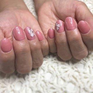☆New Nail☆  オレンジぽいピンクのご要望😝 ワンポイントにフラワーアート🏵️ ·  当店ではお客様のお好みのや 肌色に合わせて お色をお作りします💕  ネイルの持ちが悪い… 爪が折れやすい😭など 爪のお悩み、トラブルは お気軽に ご相談ください🙇 ご予約お問い合わせは↓↓ ✉private_salon.musa@docomo.ne.jp  #nail #nails #nailart #art #fashion #style #design #love #girls #cute #flower #beauty #ネイル #ネイルサロン #ネイルアート #ネイルデザイン #ジェルネイル #大人ネイル #グラデネイル #ニュアンスネイル #オフィスネイル #シンプルネイル #フットネイル #グラデーション #ファッション #つくば市ネイルサロン #秋ネイル#秋色 #デザイン #花 #オールシーズン #オフィス #ハンド #シンプル #ワンカラー #フラワー #ショート #ホワイト #ベージュ #ピンク #ジェル #お客様 #MOUSA #ネイルブック