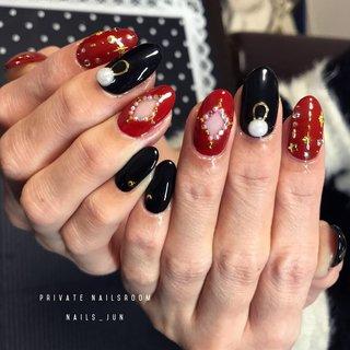 派手派手ネイル #冬 #バレンタイン #クリスマス #パーティー #ハンド #ワンカラー #くりぬき #ミディアム #レッド #ブラック #ジェル #お客様 #Nails_jun #ネイルブック