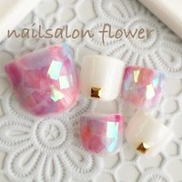 ハンドで人気のデザインをフット用に作ってみました(*^^*) #夏 #海 #リゾート #デート #フット #ホログラム #ワンカラー #タイダイ #ミディアム #ホワイト #カラフル #ジェル #ネイルチップ #nailsalon flower #ネイルブック