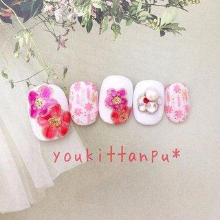 ジェルネイルチップ  結婚式 成人式 前撮りに 華🌸  水白地に濃い桃色と赤の梅の花が印象的。 薬指のビジューワークの存在感が華やかです。      --------------------  オリジナルデザインのジェルネイルチップ(つけ爪)を ミンネ、クリーマ、ラクマで好評販売中です❤️ (すべて youkittanpu* で検索できます😊💖)   インスタグラムにはおすすめのネイルデザインを ピックアップして載せています。  Instagram・・・youkittanpu  気に入った画像をタップしていただくと ミンネの作品画面に飛びますので ご質問や購入がスムースです。  採寸方法についても各アプリ内の作品ページでご説明しています。   --------------------  #ジェルネイル #ジェルネイルチップ #ネイルチップ #つけ爪 #ブライダル #ウェディング #結婚式 #お呼ばれ #お出かけ #フォーマル #成人式 #振袖 #晴れ着 #和服 #和装 #和柄 #卒業式 #袴 #オーダーメイド #サイズオーダー #gelnails #nailart #ネイルデザイン #ネイル #nails #nailstagram #naildesign #instanails #フラワー #ビジュー #アンティーク #オールシーズン #デート #女子会 #パーティー #ブライダル #ウェディングネイル #プリンセスネイル #おしゃれ #ファッション #fashion #上品ネイル #綺麗 #可愛い #派手ネイル #個性派ネイル #大人ネイル #大人可愛い #gelnails #nailart #ネイルデザイン #ネイル #nails #nailstagram #naildesign #instanails #お呼ばれ #お出かけ #春 #夏 #秋 #冬 #インスタ映え #花柄 #金箔 #ラメ #ホワイト #白 #お正月 #成人式 #卒業式 #ブライダル #ハンド #ビジュー #フラワー #アンティーク #レトロ #和 #ホワイト #ピンク #ゴールド #ジェル #ネイルチップ #ジェルネイルチップのお店 youkittanpu*(ゆうきったんぷう) #ネイルブック