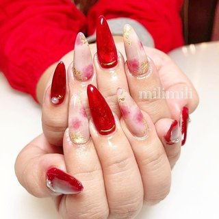 . . 中に金箔を埋め込んだ透明感のあるレッドネイル❤ ぼんやりとしたタイダイ柄と合わせておしゃれに仕上がりました☺︎ こちらも自爪ロングさん! 自爪育成したい方、ご相談ください✨  #nail#onecolornail#simplenails#officenails#winternails#rednails#longnails#ネイル#大人ネイル#大人可愛いネイル#上品ネイル#ワンカラーネイル#可愛いネイル#自爪育成#冬ネイル#金箔ネイル#赤ネイル#ロングネイル#レッドネイル#派手ネイル#タイダイネイル#鹿児島#鹿屋#都城#日南#串間#志布志#志布志ネイル#志布志脱毛#milimili #秋 #冬 #オールシーズン #成人式 #ハンド #ワンカラー #タイダイ #大理石 #ニュアンス #ホイル #ロング #ホワイト #レッド #グレージュ #ジェル #milimili #ネイルブック
