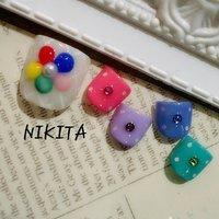 カラフルでポップなカラーを使って 親指のお花もカラフルでかわいいです! #夏 #リゾート #パーティー #デート #フット #ワンカラー #ドット #ショート #ブルー #パープル #カラフル #ジェル #ネイルチップ #nikita2007 #ネイルブック
