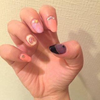 色んなデザインをちょっとずつ…練習がてらに…笑 バラバラでまとまりがないですが、なかなか好評でした!♡ #春 #夏 #パーティー #デート #ハンド #ハート #くりぬき #シースルー #タイダイ #ドット #ミディアム #ピンク #パープル #パステル #ジェル #セルフネイル #nyaonyaon #ネイルブック