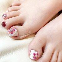 . . お花の冬フットネイル♥ . #nail#simplenails#winternails#stonenails#footnail#onecolornail#officenails#flowernails#ネイル#大人ネイル#大人可愛いネイル#可愛いネイル#ワンカラーネイル#シンプルネイル#オフィスネイル#フットネイル#秋フットネイル#冬フットネイル#フラワーネイル#お花ネイル#鹿児島#鹿屋#都城#日南#串間#岩川#志布志#志布志ネイル#志布志脱毛#milimili #オールシーズン #成人式 #パーティー #フット #シンプル #ワンカラー #フラワー #ホワイト #ボルドー #ジェル #milimili #ネイルブック