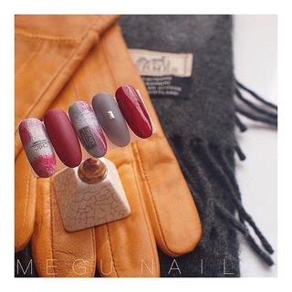 swipe☝︎〃→→→ . 使用カラー: @spacenail_fleurir . ⚫︎M55 ⚫︎P18 ⚫︎M40+M55+M14 #nail#nails#nailart#nailsalon#gelnail#rednails#grey#fashion#art#knit#checked#美甲#네일아트#젤네일#패션#네일#ファッション#ネイル#ジェルネイル#ネイルサロン#ニュアンスネイル#チェックネイル#ブランケットネイル#赤ネイル#ネイルアート#シンプルネイル#秋ネイル#冬ネイル#大人ネイル#マットネイル #秋 #冬 #オールシーズン #お正月 #ハンド #チェック #チェーン #千鳥柄 #ツイード #ミディアム #ベージュ #レッド #グレージュ #ジェル #ネイルチップ #megunail𓂯 #ネイルブック