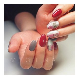 swipe☝︎〃→→→ . 使用カラー: @spacenail_fleurir . ⚫︎M55 ⚫︎P18 ⚫︎M40+M55+M14 #nail#nails#nailart#nailsalon#gelnail#rednails#grey#fashion#art#knit#checked#美甲#네일아트#젤네일#패션#네일#ファッション#ネイル#ジェルネイル#ネイルサロン#ニュアンスネイル#チェックネイル#ブランケットネイル#赤ネイル#ネイルアート#シンプルネイル#秋ネイル#冬ネイル#大人ネイル#マットネイル #秋 #冬 #オールシーズン #お正月 #ハンド #チェック #大理石 #千鳥柄 #ツイード #ショート #ベージュ #レッド #グレージュ #ジェル #お客様 #megunail𓂯 #ネイルブック