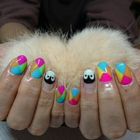 カラフルネイル☆薬指はペンギンさんフレンチ♪ いろんなカラーで派手可愛い!  #夏 #オールシーズン #海 #リゾート #ハンド #アニマル柄 #キャラクター #トロピカル #ミディアム #ピンク #ブルー #ネオンカラー #ジェル #さくたむ #ネイルブック