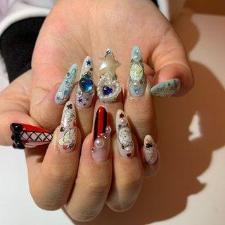 newネイル💅 今回ゎディズニープリンセス👑 左右全然違ぅカラ余計良ぃ💕  スカルプぢゃなくて自爪で頑張ってマス😍  #newnail#nail#Disney#Princessnail#Cinderella#Alice#Blue#Red#White#newネイル#ジェルネイル#ディズニーネイル#プリンセスネイル#シンデレラネイル#不思議の国のアリス#ハンド#姫系#パール#ストーン#うめつくしネイル#派手ネイル#可愛い#赤#青#白#自爪ロング#ネイルシール #オールシーズン #ハンド #パール #ハート #キャラクター #星 #リボン #ロング #ホワイト #レッド #水色 #ジェル #sakitaro1007 #ネイルブック