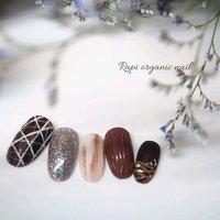 #チョコレートネイル 中指のホワイトチョコがお気に入りです♪ #冬 #バレンタイン #ハンド #ニュアンス #KanakoOnishi #ネイルブック