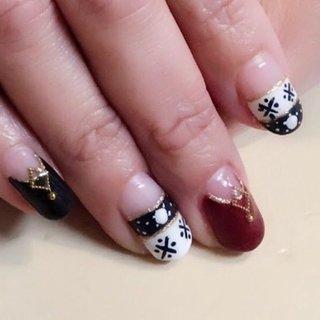 冬のあたたかいニットの雰囲気を大人っぽく。お客さまの持ち込みデザインです。 いつもありがとうございます😊   価格はクリアベースのwフレンチ、逆フレンチ、手描きアート、ラメライン、パーツ代全てで、親指も入れて10本分です。 (デザイン持ち込みや色変えは無料です)    #swarovski #nailsaddict #nailstagram #instanails #nailsoftheday #nails2inspire #nailsofinstagram #nailswag #prettynails #nails #notd #naildesign #nailart #nailpromote#nailaddict#photooftheday#makeover #stylish#ジェルネイル#目黒ネイルサロン#上品ネイル#大人ネイル #華やか#大人上品#ネイルデザイン#愛されネイル#目黒#不動前ネイルサロン #冬 #ハンド #フレンチ #ニット #ノルディック #ホワイト #ボルドー #ブラック #ジェル #お客様 #ネイルサロンミュークmjuk #ネイルブック