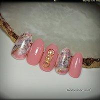 ・ デザインコース  春らしくピンク色の天然石ネイルは いかがですか?(^ー^) #春 #オールシーズン #オフィス #デート #ハンド #シンプル #タイダイ #大理石 #ニュアンス #ジェル #ネイルチップ #rinmonroe nail #ネイルブック