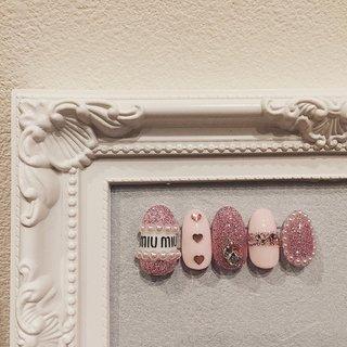 #nailtip #cute #perl #glitter #miumiu #heart #swarovski #stone #pink #ネイルチップ #キュート #かわいい #パール #グリッター #ミュウミュウ #ハート #スワロフスキー #ストーン #ピンク #ハンド #ラメ #パール #ハート #ブランド柄 #クリスタルピクシー #ミディアム #ホワイト #ピンク #ジェル #ネイルチップ #yutsupi #ネイルブック